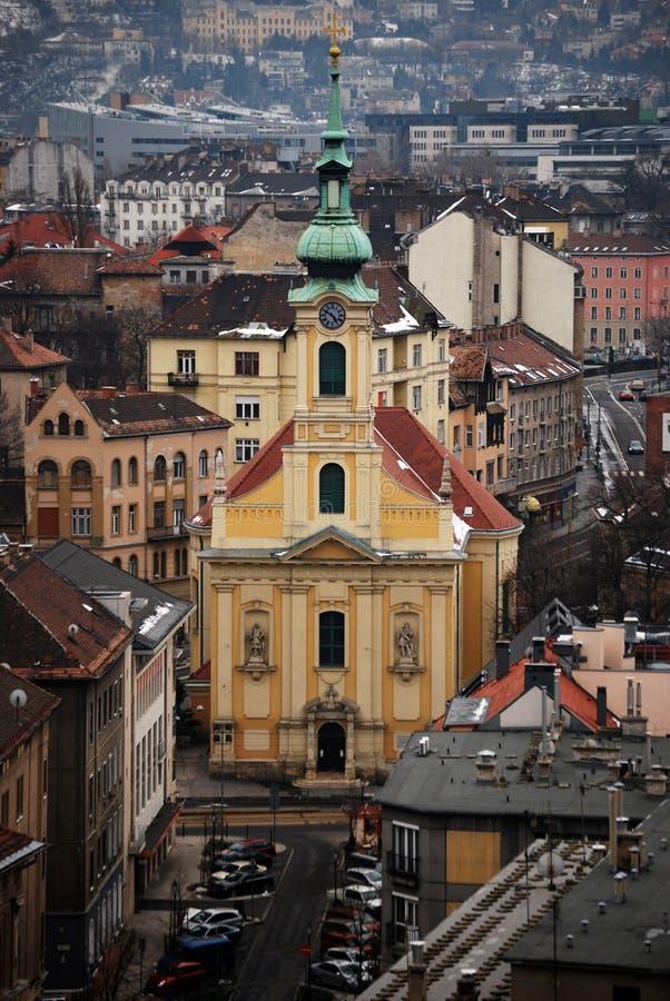 Kathedrale in der Stadtansicht lizenzfreie stockfotos