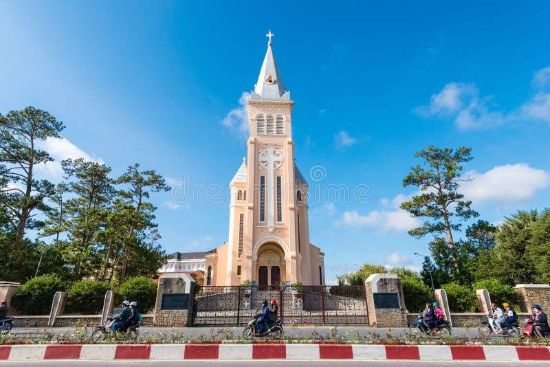Kathedrale des Huhns: Kathedrale von DA-Lat errichtet von den französischen Kolonisten während der ersten Hälfte des 20. Jahrhund stockfotografie