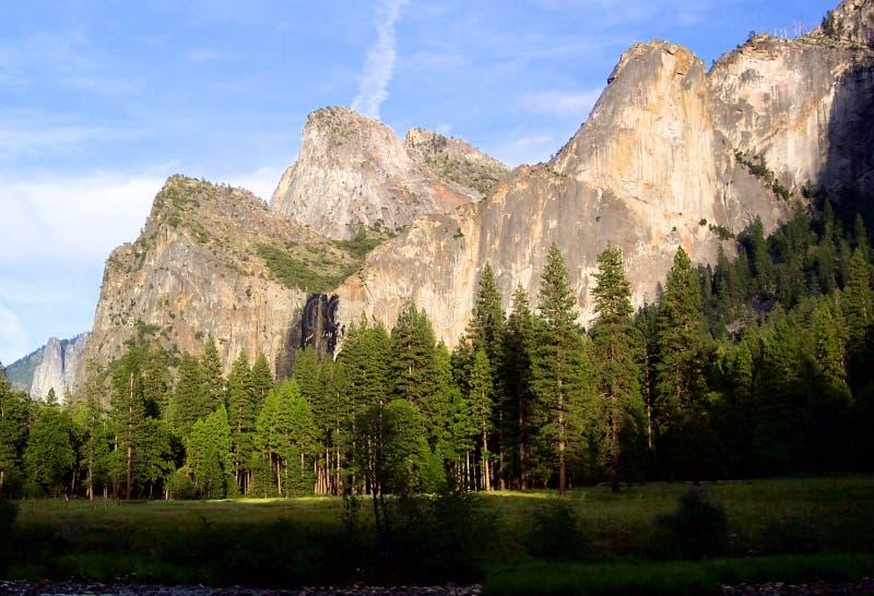 Kathedrale Felsen-Yosemite   lizenzfreie stockfotos