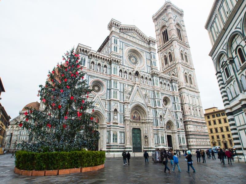 Kathedrale Italiens Florenz am Weihnachten mit Regen stockfotografie