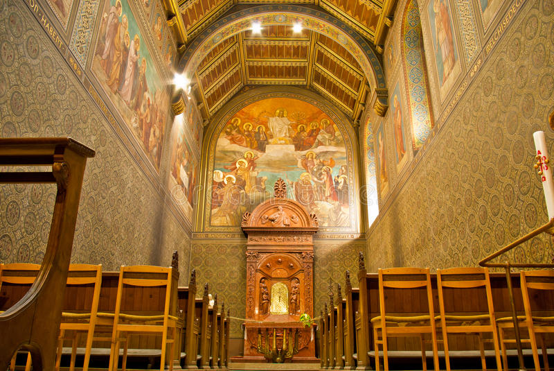 Kathedrale nach innen lizenzfreie stockfotografie