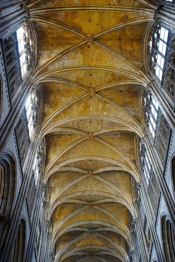 Kathedrale Notre-Dame von Rouen Kriegsbögen lizenzfreie stockbilder