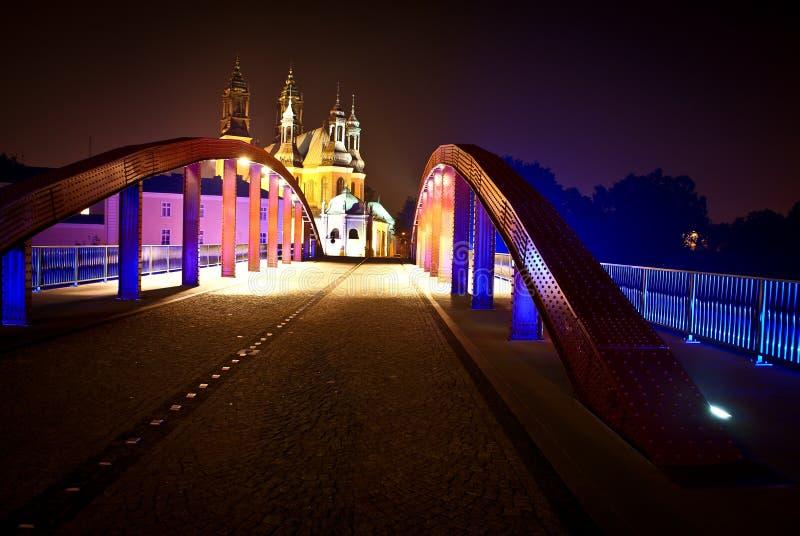 Kathedrale in Poznan bis zum Nacht stockbild