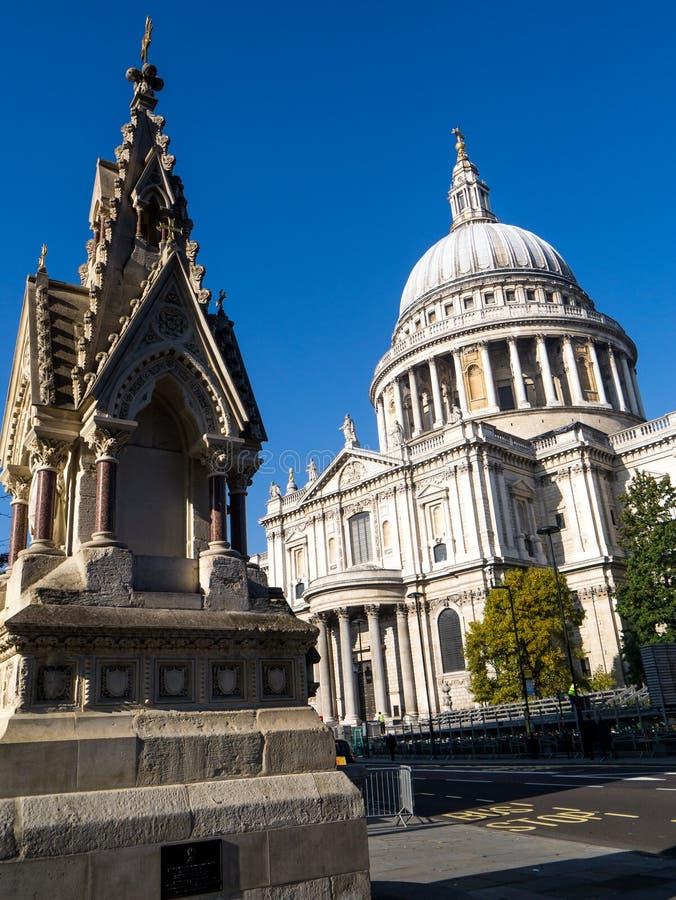 Kathedrale Str lizenzfreie stockfotografie