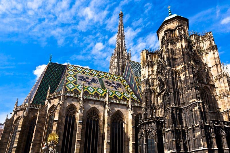 Kathedrale Str.-Stephan in der Mitte von Wien stockfotos