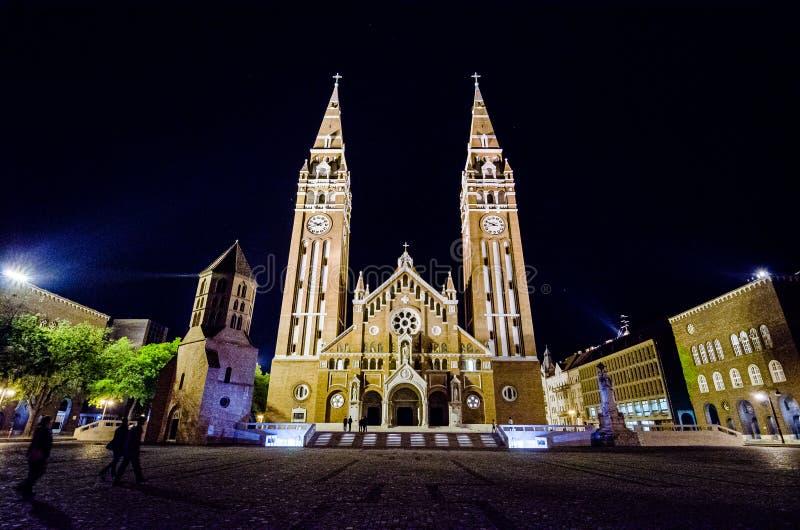 Kathedrale und Hauptplatz von Szeged, Ungarn stockfotografie