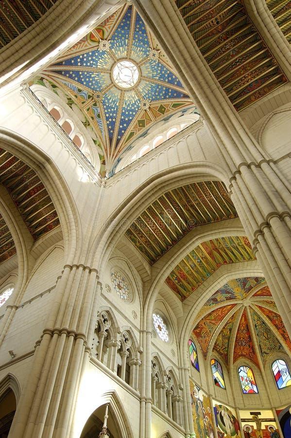 Kathedrale von Almudena, Madrid. Allgemeine Haube lizenzfreies stockbild