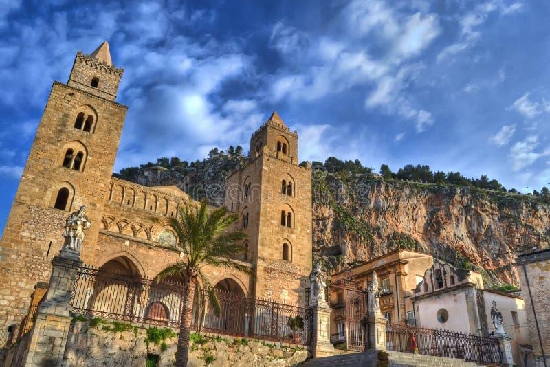 Kathedrale von Cefalu stockfotos