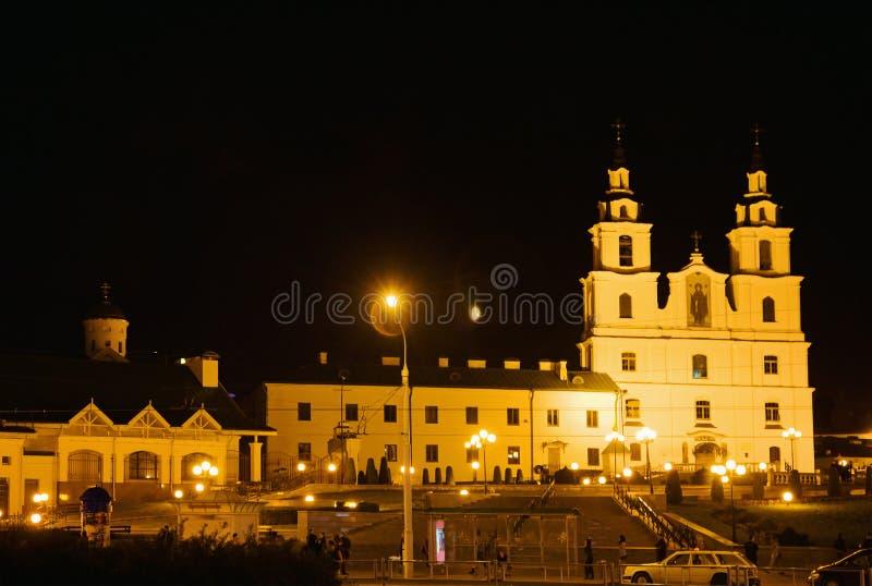 Kathedrale von Heiliger Geist nachts in Minsk, Weißrussland lizenzfreie stockfotografie