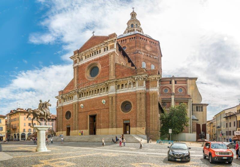 Kathedrale von St Stephen in Pavia lizenzfreies stockbild