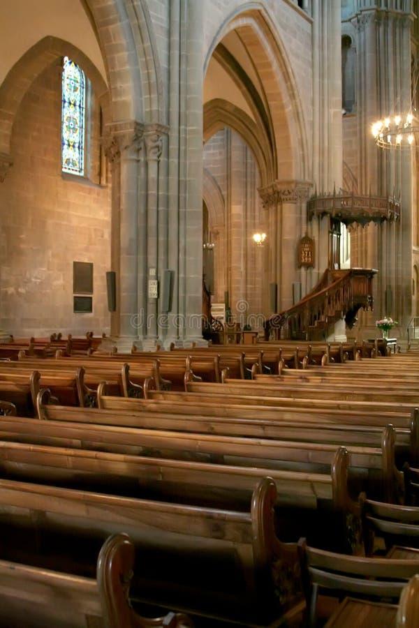 Kathedraleinnenraum lizenzfreie stockbilder