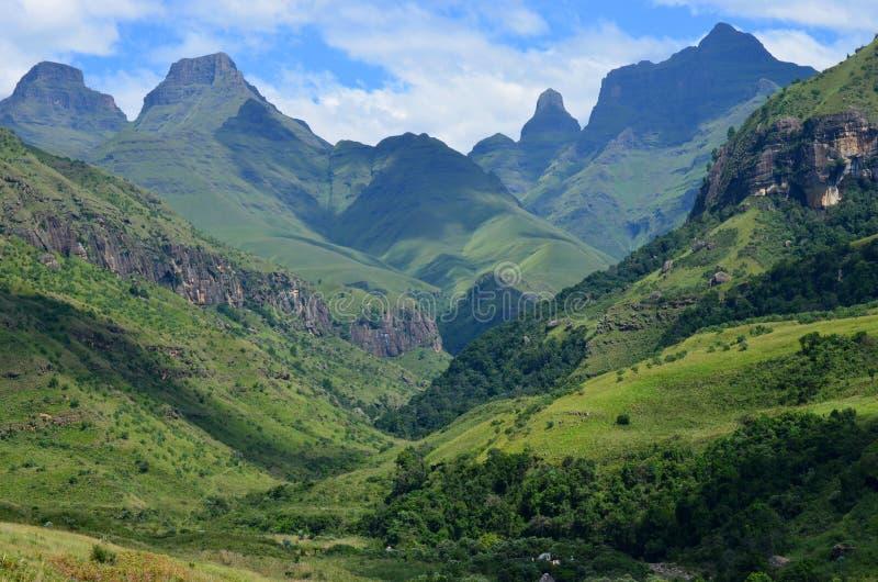 Kathedralen-Spitze, die Drachenberge-Berge, KZN, Südafrika lizenzfreie stockbilder