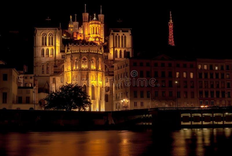 Kathedralen-St. Jean Baptiste und Basilika Notre Dame in Lyon nachts, Frankreich stockfotografie