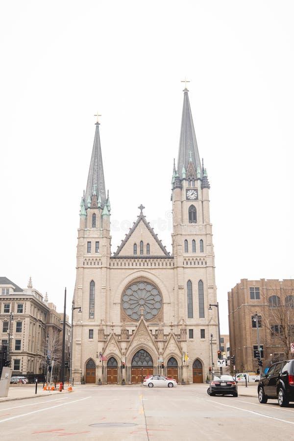 Kathedralenkirchtürme lizenzfreie stockbilder