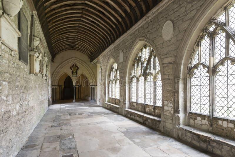 Kathedralenklostersäulengang, Chichester stockbilder