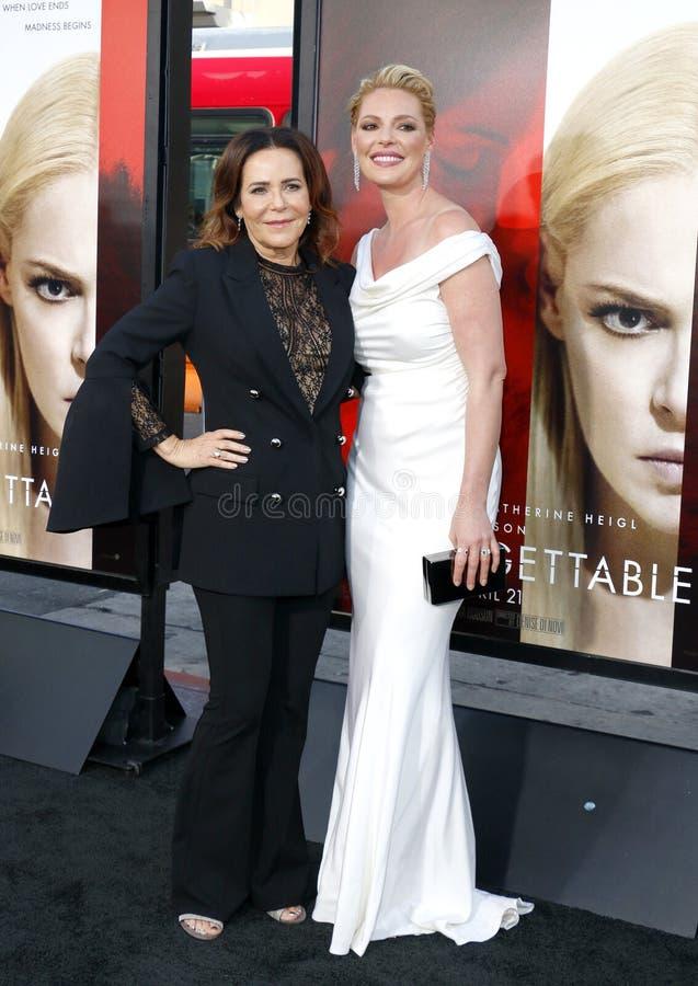 Katherine Heigl och Denise Di Novi royaltyfri bild