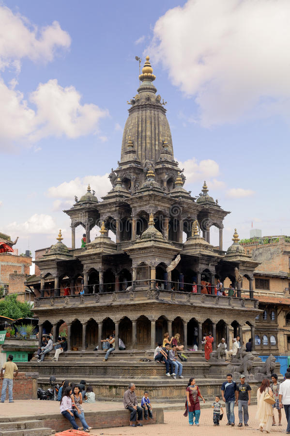 KATHMANDU, NEPAL - 23 DE JULHO DE 2013: Hari Shankar Temple, templo de Taleju, Taleju Bell, templo de Degutalle no quadrado de Du fotografia de stock