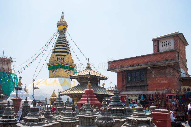 Kathmandu Nepal, Kwiecień, - 20, 2018: Swayambhunath - małpia świątynia zdjęcie stock