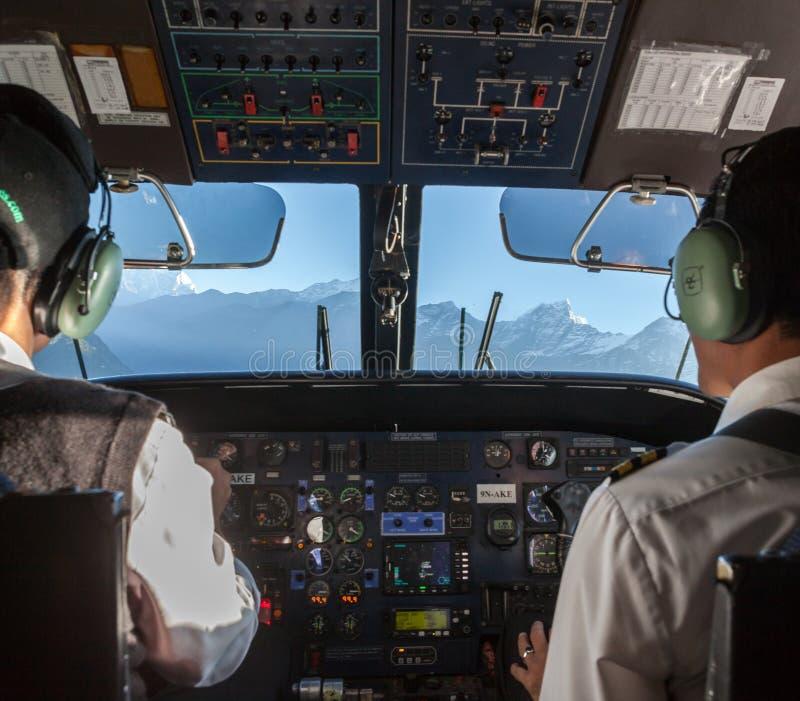 KATHMANDU/NEPAL - PAŹDZIERNIK 18, 2015: Samolot fotografia stock