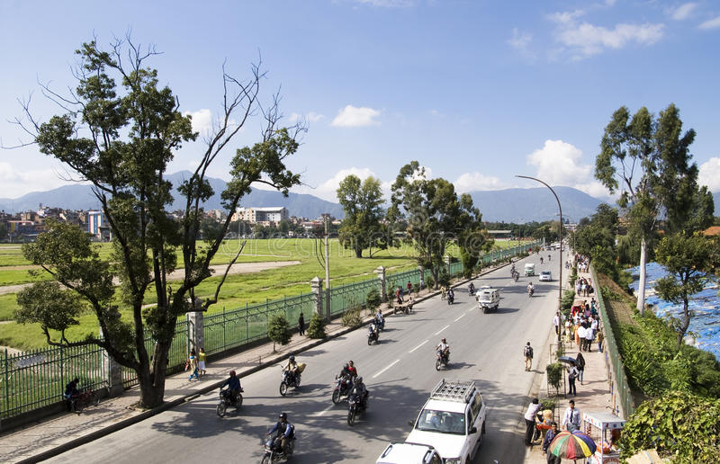 KATHMANDU, Nepal - tráfego em Kathmandu fotografia de stock