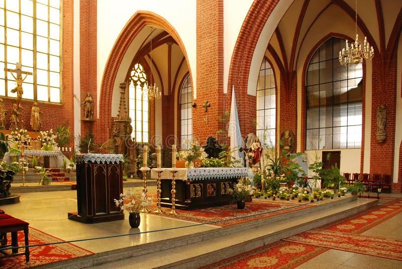 Katholiek kerkbinnenland royalty-vrije stock afbeelding