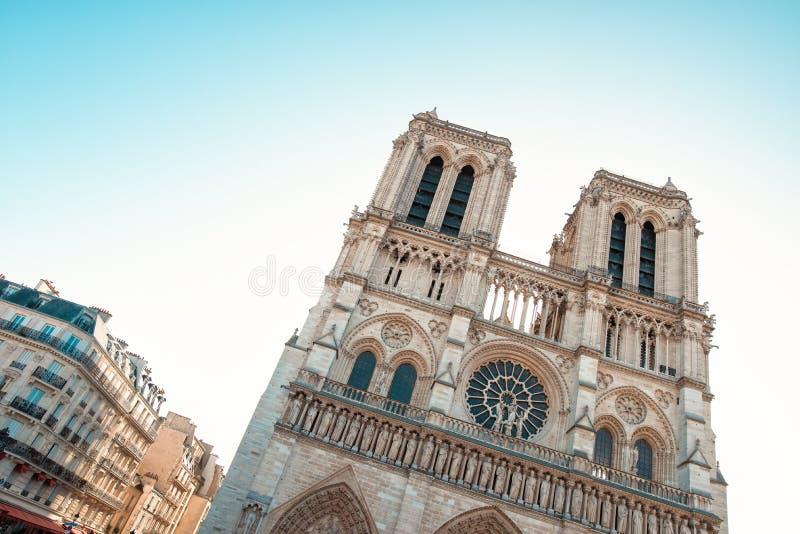 Download Katholieke Kathedraal Van Parijs Stock Foto - Afbeelding bestaande uit monument, bouw: 107703818