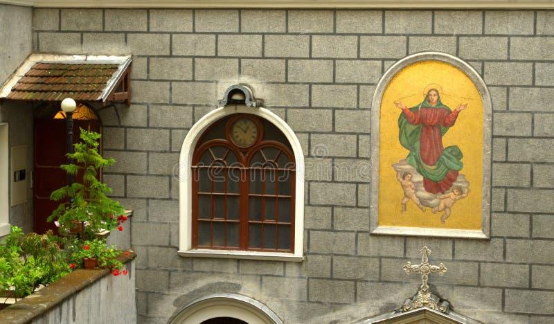 Katholieke kerkvoorgevel Istanboel royalty-vrije stock afbeeldingen