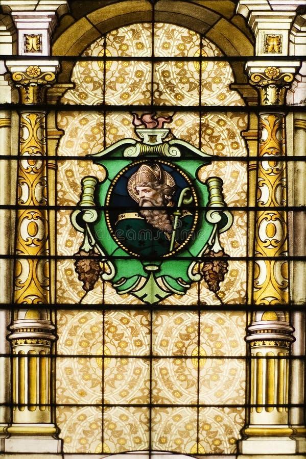 Katholische Kirche beflecktes Windows stockbilder