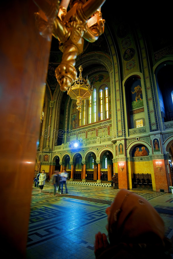 Katholische Kirche-Innenraum lizenzfreies stockbild