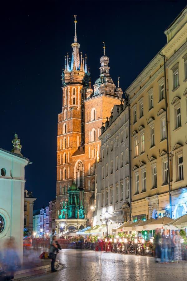 Katholische Kirche von St- Mary` s Kirche in der Mitte von Krakau an stockbilder