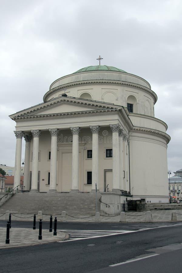 Katholische Kirchen mit klassischem Hellenistic Portal stockbild