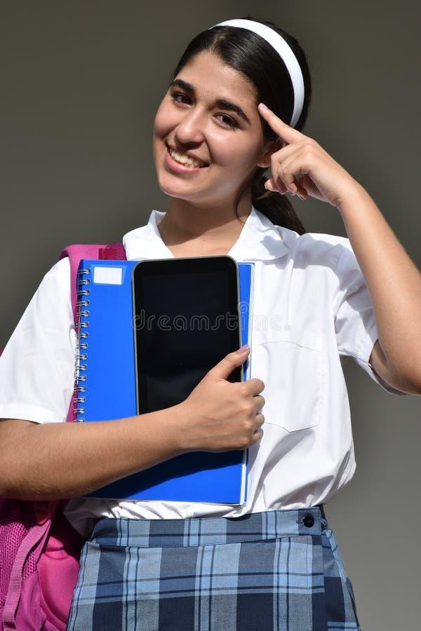 Katholische kolumbianische Studentin-Thinking Wearing School-Uniform lizenzfreie stockfotografie