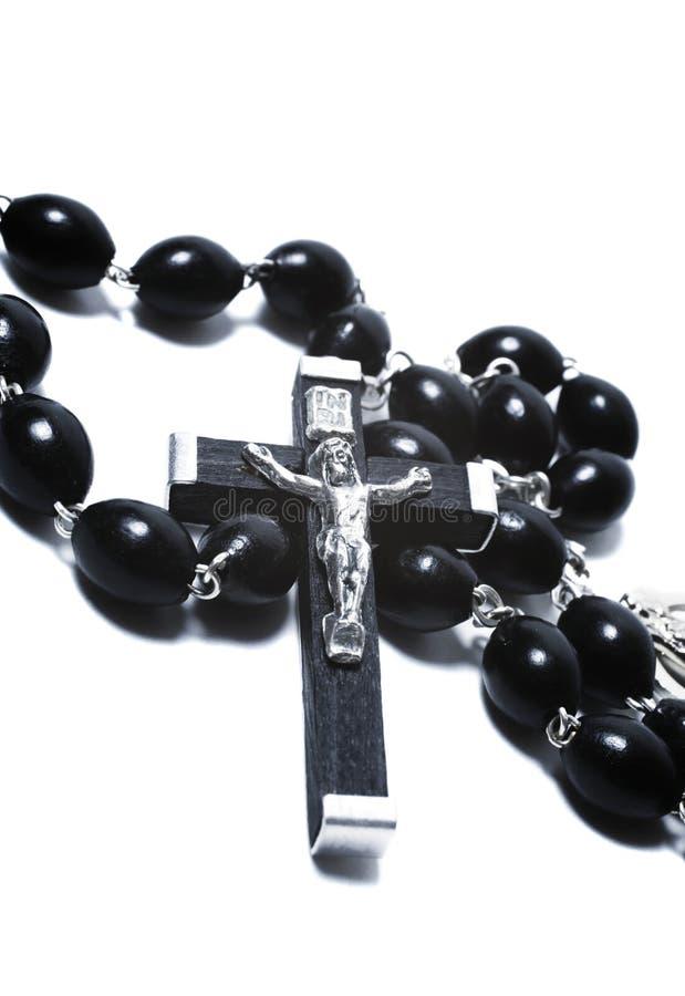 Katholische schwarze hölzerne Korne mit Metallkruzifix lizenzfreies stockfoto