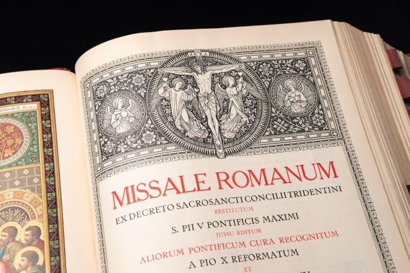 Katholischer Auftrag der Masse im Latein stockbilder