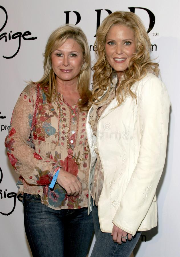 Kathy Hilton y Paige Adams-Geller foto de archivo
