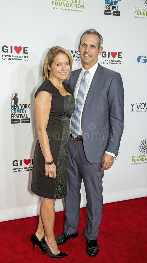 Katie Couric och John Molnar royaltyfri fotografi