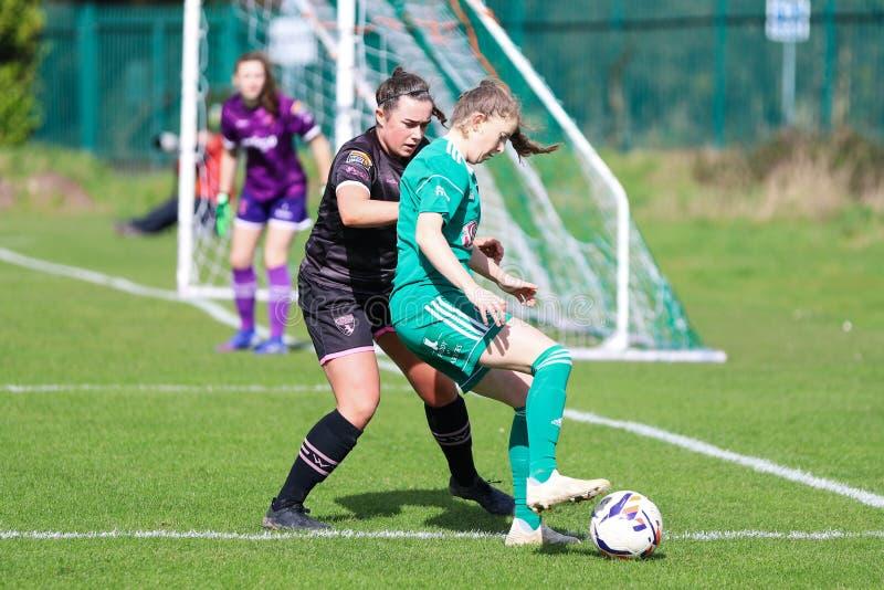 Katie McCarthy pendant le match de ligue national des femmes entre les femmes de Cork City FC et le Wexford Youths photos libres de droits