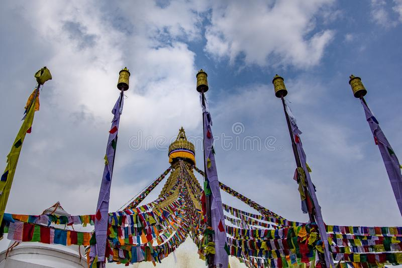 Katmandu Nepal, Maj, 2 2018 Främre sikt för stående av Boudhanath Stupa royaltyfri fotografi