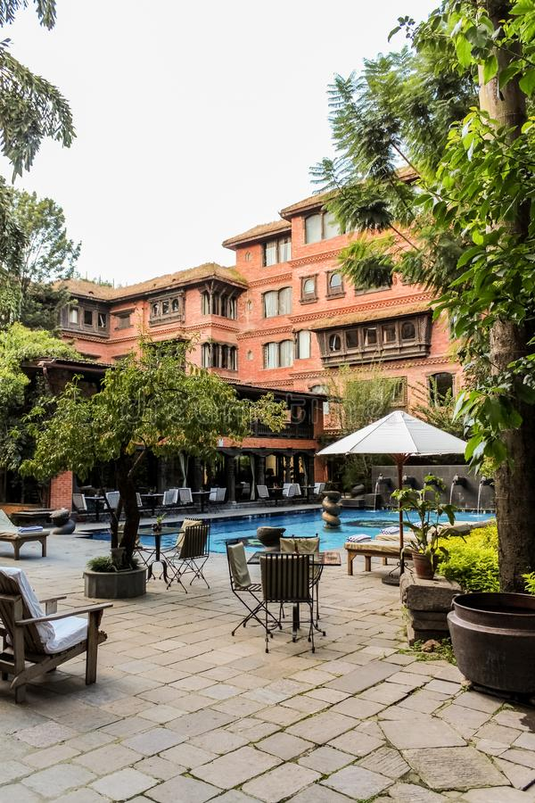 Katmandu Nepal - November 02, 2016: Dwarikas hotell i Katmandu, autentisk erfarenhet av Nepal forntida kulturarv royaltyfria bilder