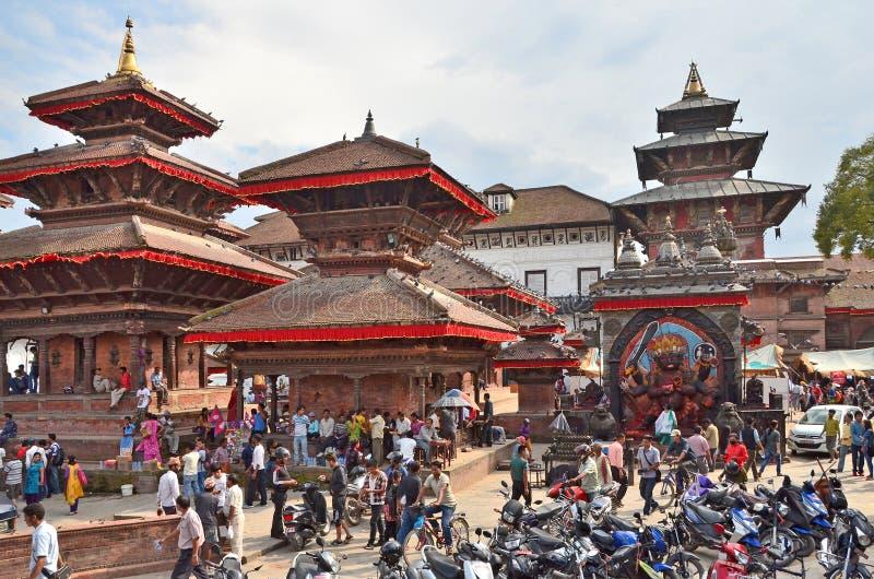 Download Katmandu, Nepal, Setember, 27, 2013, Escena Del Nepali: Gente Que Camina En El Cuadrado Antiguo De Durbar En Puede Parcialmente E Foto editorial - Imagen de asia, antiguo: 64205556