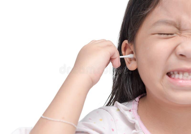 Katoenen die zwabber in meisjeshand op wit wordt geïsoleerd stock afbeelding