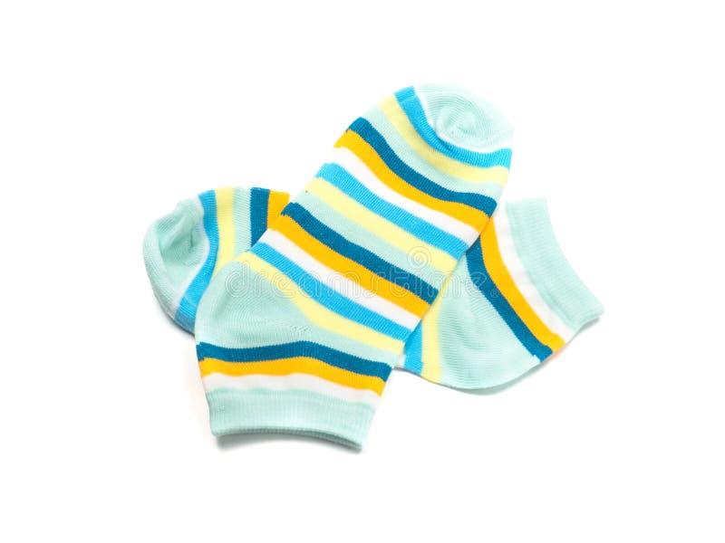 Katoenen kleurrijke die sokken op witte achtergrond worden geïsoleerd stock fotografie