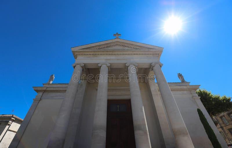 Katolicki Saint Martin uczelniany kościół w Provence, Francja obrazy royalty free