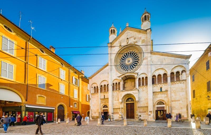 Katolsk domkyrka i Modena fotografering för bildbyråer
