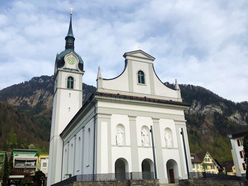 Katolsk kyrka av St Jerome i Vitznau eller Katholische Kirche St Hieronymus royaltyfri foto