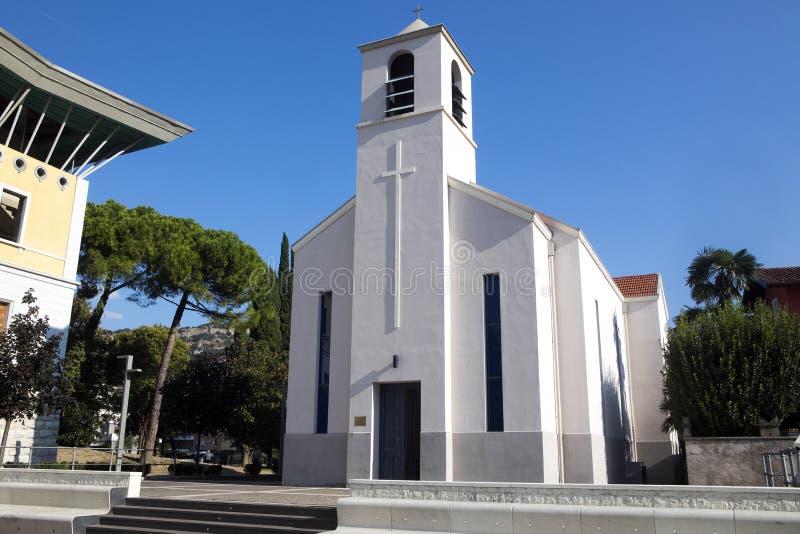 Download Katolsk Kyrka Torbole, Sjö Garda, Torbole, Italien Fotografering för Bildbyråer - Bild av natur, vatten: 78727445