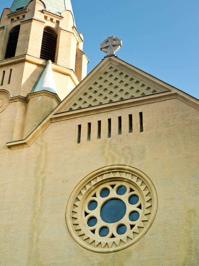 Katolsk kyrkafacade fotografering för bildbyråer