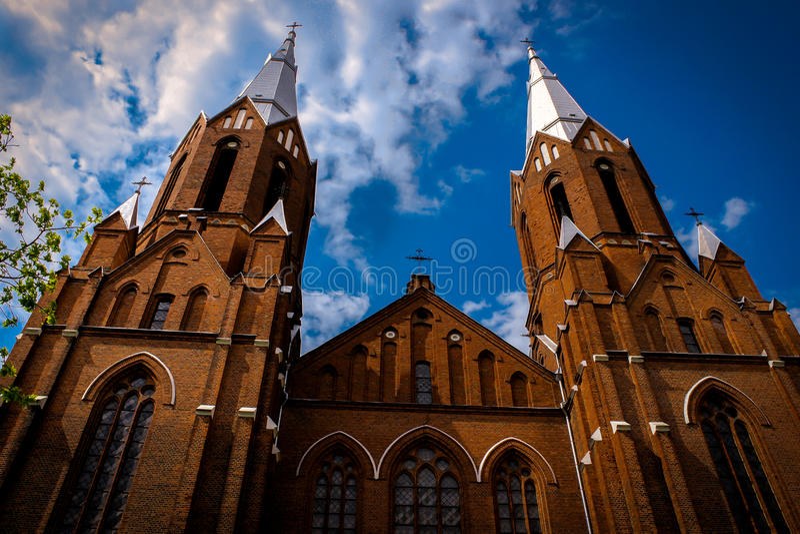 katolsk kyrkatorn arkivfoto