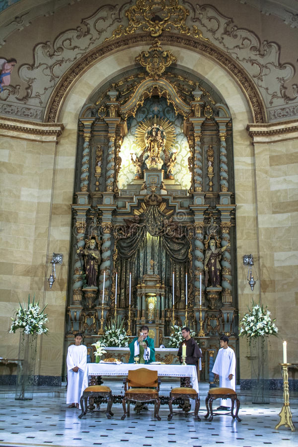 katolsk mass arkivbild