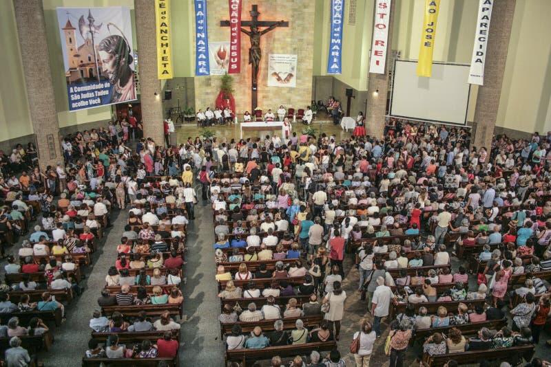 Katolsk mass i heder av St Jude Day royaltyfria foton